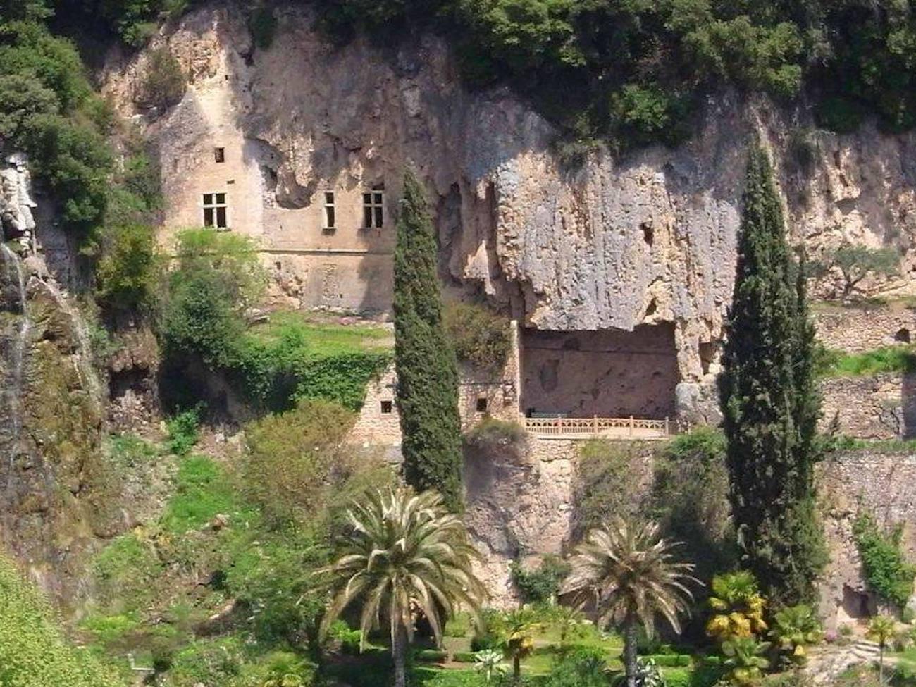 CAMPING CADENIERES_grottes village villecroze_1