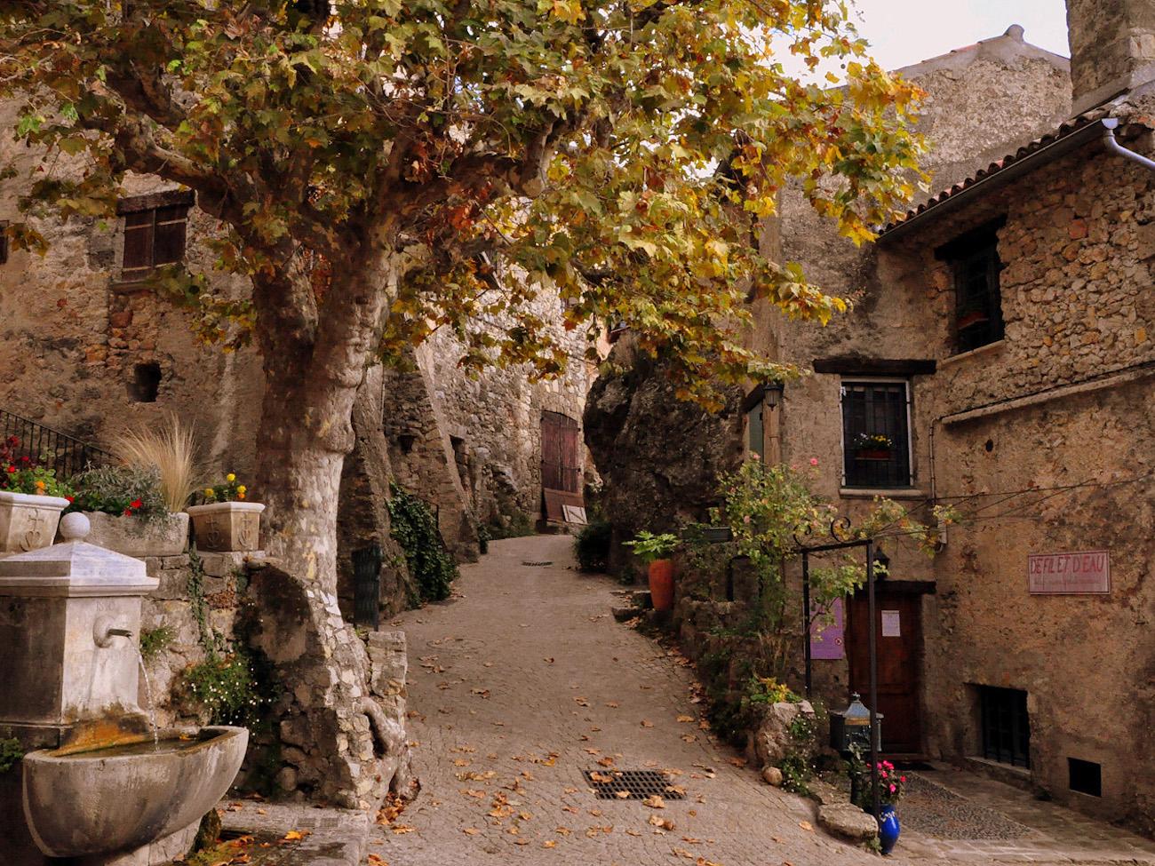 CAMPING CADENIERES_village tourtour